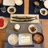 ごはん、秋刀魚、ほうれん草と人参の胡麻和え、豚汁