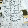 「渋谷で白いtシャツ着てサイン求めたら、どれだけの人がサインくれるのか」検証してみた。