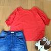 夏服セールでワードローブに遊び服を。赤ブラウス購入。