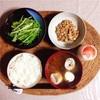 水菜サラダ、小粒納豆、ヨーグルト。