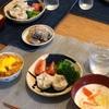 ごはん(大人は朝ごはんの残りのオムライスみたいなの)、しゅうまいとブロッコリーとトマト、白菜とハムのミルクスープ、鯖缶