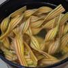35センチのロングパスタは、20センチの鍋で茹でられる。