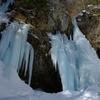 冬の奥日光スノーハイク・アイスブルー輝く氷瀑目指して @庵滝