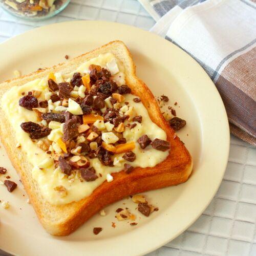 【レシピ】ザクザク刻んで混ぜるだけ!オランダの朝食の定番「チョコふりかけ」をトーストにかけると最高に美味しい