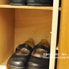 靴箱の仕切り棚を増やしました。