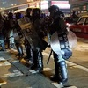 狂気の香港警察、催涙弾撃ち放題
