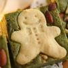 ジンジャーマンとツリーを乗せた抹茶ブラウニー|クリスマスのお菓子