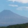 今日は「富士山が世界遺産に登録された日」なので、私が撮影した雪のない富士山を