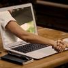 オンライン授業はそこそこワークする。特に、初学者ほど恩恵がある。という研究。
