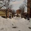 怖いです 雪の坂道…