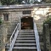 旧高烏砲台火薬庫(国登録有形文化財)、石造りの珍しい建築様式です。
