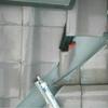 雨洩り工事4(釉薬瓦のスガリ谷で斜め切り瓦の欠損事例)