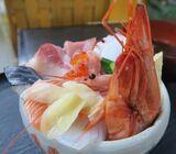その量、2人前以上! 寿司居酒屋さん「馬ん場」のランチ海鮮丼がすごい【京都・葛野大路八条】