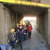 登校の風景:線路下と歩道橋