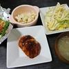 ハンバーグ、白菜漬け、カリフラワーピクルス、オクラチーズ焼き、味噌汁