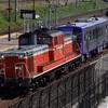 第496列車 「 網干出場のキハ120-303、亀山配給を狙う 」