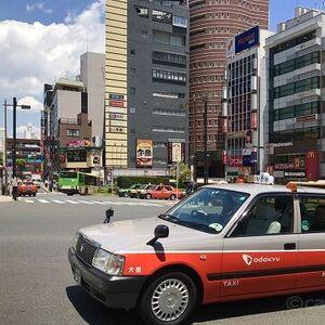 サインレスでクレジットカード払いできるタクシーを発見(京王タクシー)!1万円以下であれば、サイン不要でタクシー代の支払いが可能です。