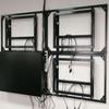 マルチモニターデジタルサイネージを壁面に取付る油圧ブラケット