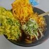 新横浜駅付近の「春夏冬(あきない)」で立ち食い天ぷらうどんを食べる。良い意味で立ち食いらしい味とボリュームは安定なのでオススメしておく。
