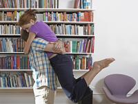 辛いつわりの時は夫に抱きしめてほしいのに…臭いが気になって近づけない〜!