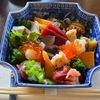 神楽坂【友野】で天然魚の江戸前寿司ランチ!大将の熟練とこだわりがつまった豪華ちらし丼を堪能!