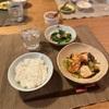 ごはん、鮭のちゃんちゃん焼きみたいな、つるむらさきとカニカマのお浸し、子供たちは豆腐