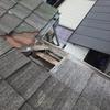 台風の突風で屋根から落ちた瓦で庇が壊れました