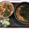 帆立と春菊のかき揚げ丼ミニとかけそばのセットに、クーポン券を使って、わかめを追加する。 (@ ゆで太郎 in 豊島区, 東京都)