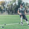 前額面の膝のコントロール:動的外反(膝関節のバイオメカニクスの変化、特に着地やカッティング動作および減速中の膝の前額面のコントロールの欠陥は、ACL断裂を含む膝の傷害や膝蓋大腿疼痛症候群の大きなリスク因子である)