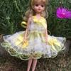 黄色のリボンのドレス