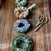 季節のお花のドライフラワーリース 準備が出来ました