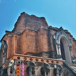 「ワット チェルディルアン(Wat Chedi Luang)」~チェンマイ最大の崩れかけ廃墟となった仏塔がある寺院!!