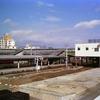 近鉄ナロー電車と国鉄名古屋駅の電車