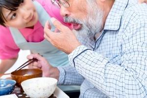 高齢者に多い誤嚥性肺炎とは?