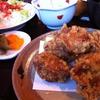 四万十川鶏の土佐揚げ定食。空港内の土佐司にて。早めの晩飯。早すぎる?