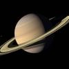 巨大なリングを持つ太陽系第二の惑星、土星 実は地球の100倍も重くない?