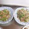 幸運な病のレシピ( 1569 )朝:青椒肉絲風(もやし炒め)、鮭、イワシ、塩サバ、里芋の煮付け(鶏もも)、味噌汁