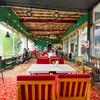 【鶴来】金剣宮の斜め向かいにオープンしたカフェ「崖の上サーカス」はレトロポップでサーカスのように楽しげなお店。ステージもあるのでライブイベントもあるよ。