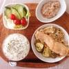 鮭ちゃんちゃ焼き、サラダ、小粒納豆。
