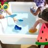 子どもを惹きつ離さない夏にぴったりWater tableアクティビティ!