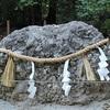 下鴨神社のさざれ石。