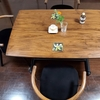 テーブルの色をアンティーク風に変えたのは誰だ