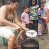「チャンポラード!😁今日はチョコレート粥のごちそうです😋」 ~フィリピン・セブ島での支援活動の炊き出し現場から、文化の違いについて少し語ってみた、、