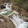 「西沢渓谷」のエメラルドグリーンに輝く清流と滝が織り成す渓谷美