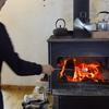 薪ストーブで焼きマシュマロ