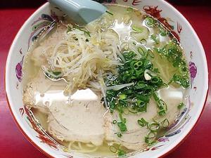 千日前で半世紀続く人気の老舗ラーメン店「小洞天」のワンタン麺&カリカリ焼ギョーザ。大阪行ったらまた寄りたい!