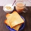 トースト 、バナナヨーグルト、ミルクティー。