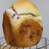 ブルーベリージャムを散りばめたようなパンが焼けました