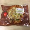 セブンイレブン「たっぷりチーズのもっちりピザパン」は、少し残念な印象…