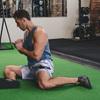骨盤の不安定性やそれに伴う筋のアンバランスに関連付けられる股関節の障害とは(アスリートによくみられるパターンのひとつが、股関節屈曲筋群や腰部伸展筋群は強固ではあるが硬く、その一方で、腹筋群や股関節伸展筋群は伸張性はあるが弱いという状態になる)